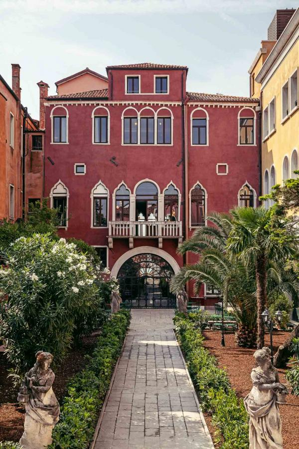 Il Palazzo Experimental, Venise - Jardin © Karel Balas