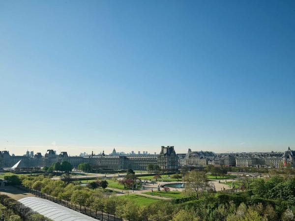 Le Meurice Paris - Chambre Executive 605 vue Jardin - Vue du balcon © DR