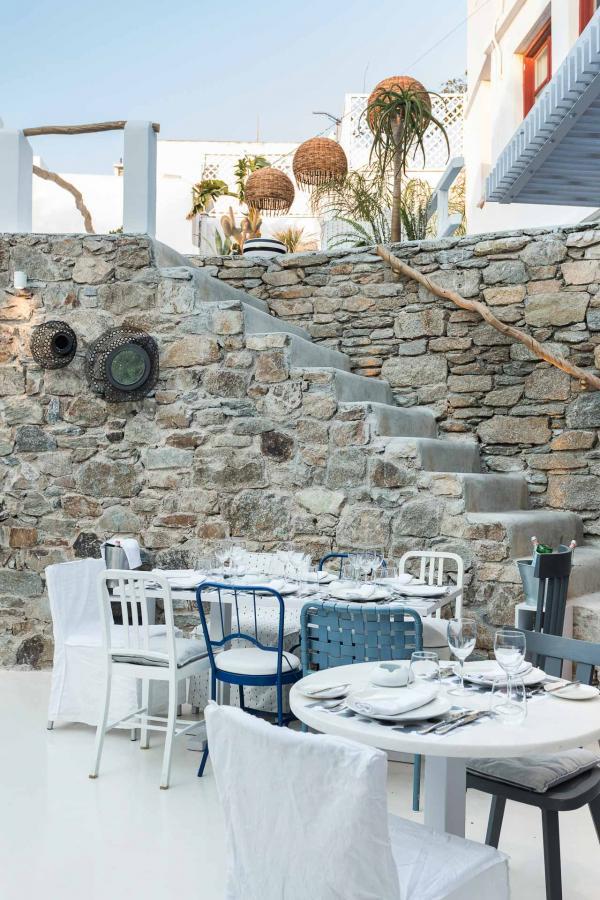 La cuisine méditerranéenne de très haute qualité est à l'honneur au restaurant Interni, au milieu du village de Mykonos.