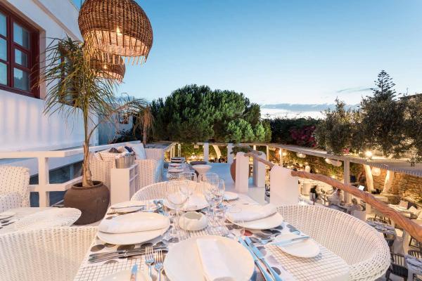 La cuisine méditerranéenne de très haute qualité est à l'honneur au restaurant Interni, au centre de Mykonos.