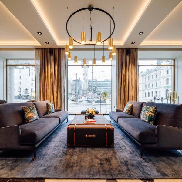 Le lobby vaste, accueillant et lumineux préfigure l'atmosphère des étages.