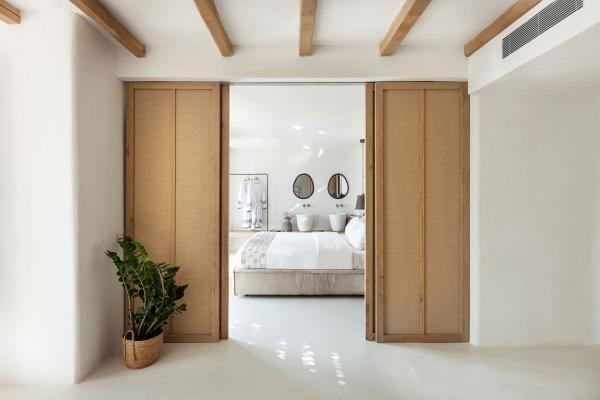Les différents tissus et fibres végétales dans les chambres adoucissent les matériaux bruts.