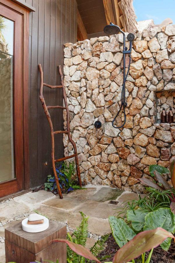 La douche extérieure, pour jouer à Robinson dans son jardin.