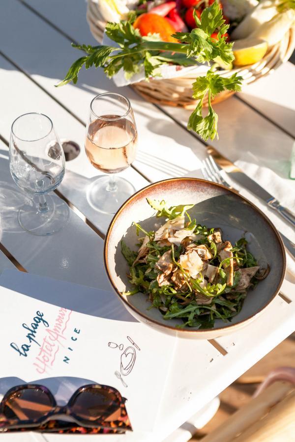 Hôtel Amour Nice — Le menu propose des plats locaux aux couleurs du sud et des spécialités niçoises. © DR