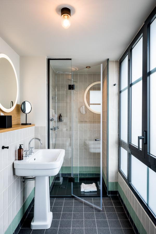 Le Grand Quartier – Salle de bain © Romain Ricard