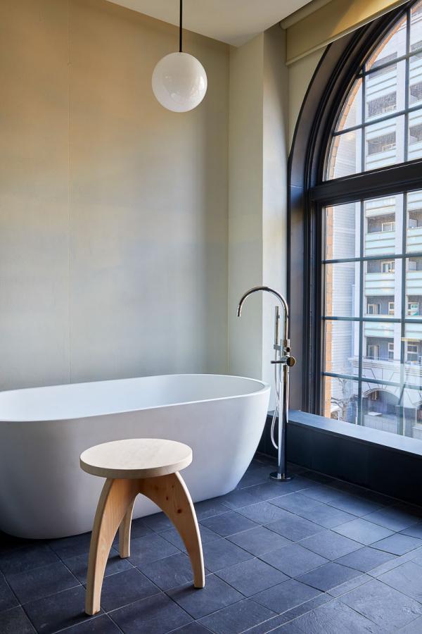 Ace Hotel Kyoto - Salle de bain d'une chambre 'Historic' © Yoshihiro Makino