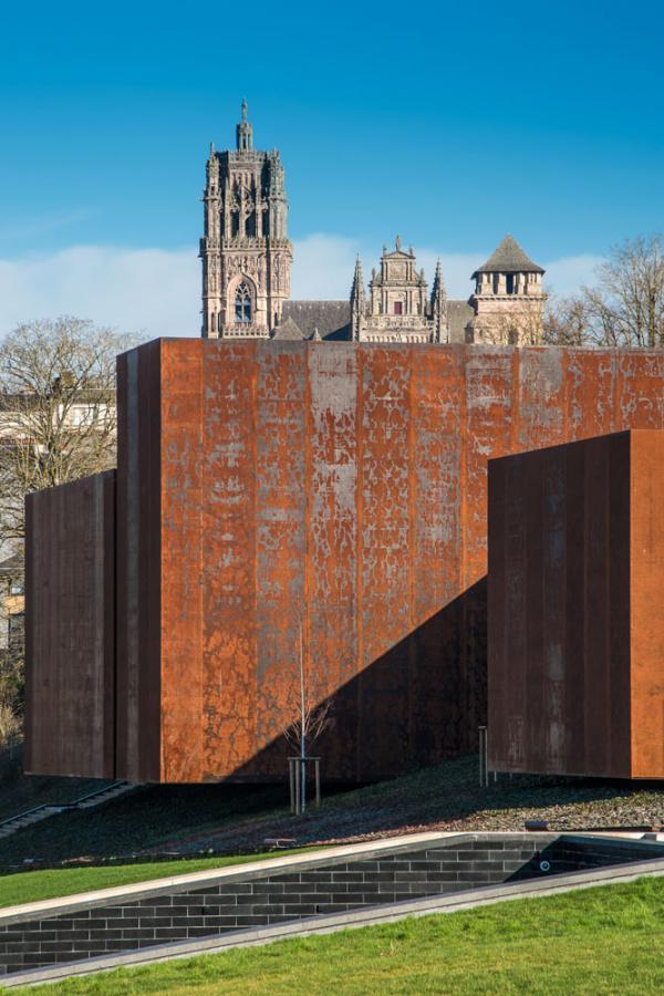Le bâtiment du Musée Soulages est construit en acier corten © © RCR – photothèque Rodez agglomeration - photo A. Meravilles.