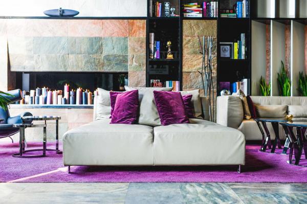 Le lobby coloré du 11 Mirrors Design Hotel © 11 Mirrors