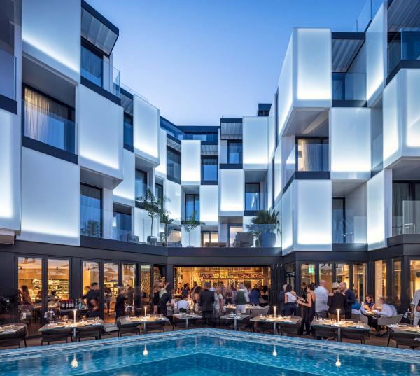 Le Sir Joan est l'un des derniers hôtels de luxe à avoir ouvert ses portes sur l'île © Amit Geron