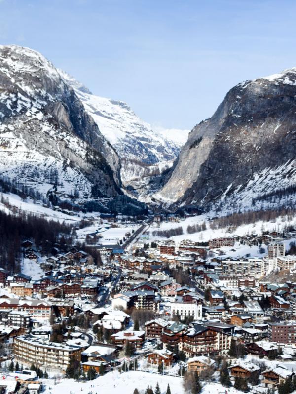 Le village de Val d'Isère vu depuis la télécabine de Solaise © YONDER.fr