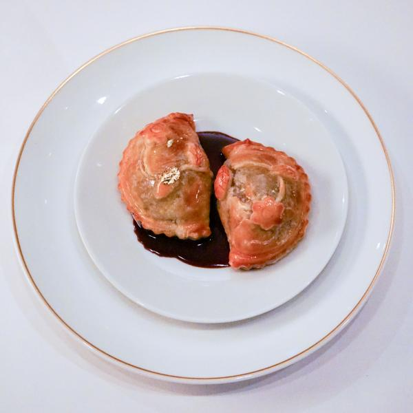 Tourte feuilletée de canard et sa sauce rouennaise © YONDER.fr