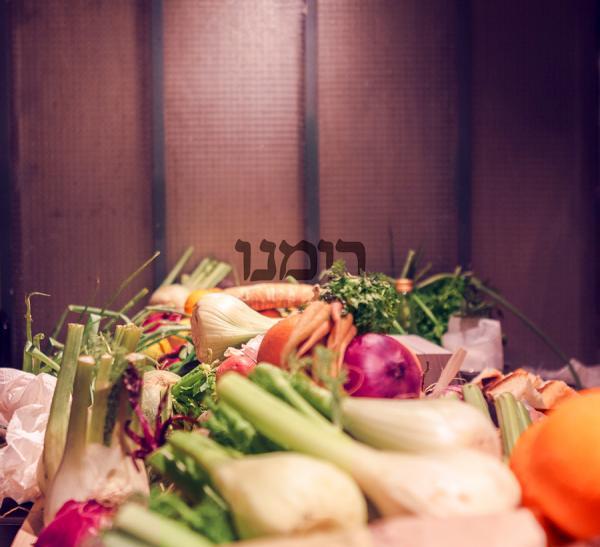 Les légumes, disposés devant la cuisine ouverte font également partie de la déco au Romano © DR