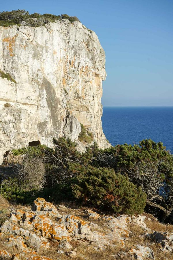 Le domaine de Torre Vella (Fontenille Menorca) se poursuit jusque sur les falaises de la côte sud de Minorque © YONDER.fr