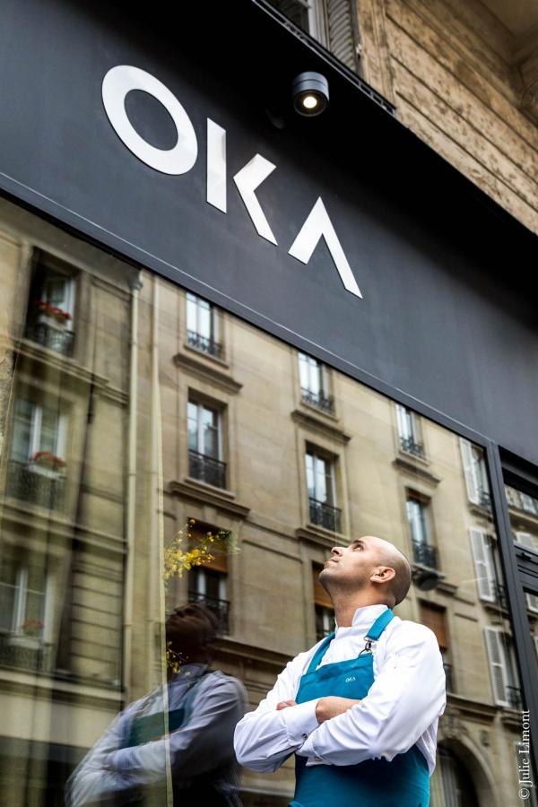 Raphaël Régo devant son restaurant © Julie Limont