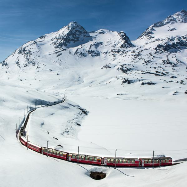 Le Bernina Express au niveau du col de la Bernina. © Swiss Travel System