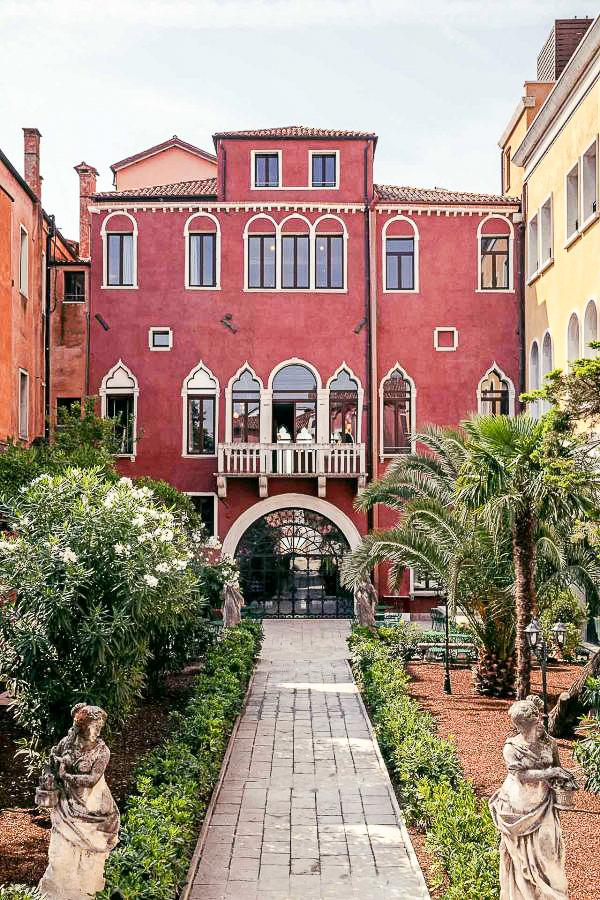Il Palazzo Experimental, Venise – Jardin © Karel Balas