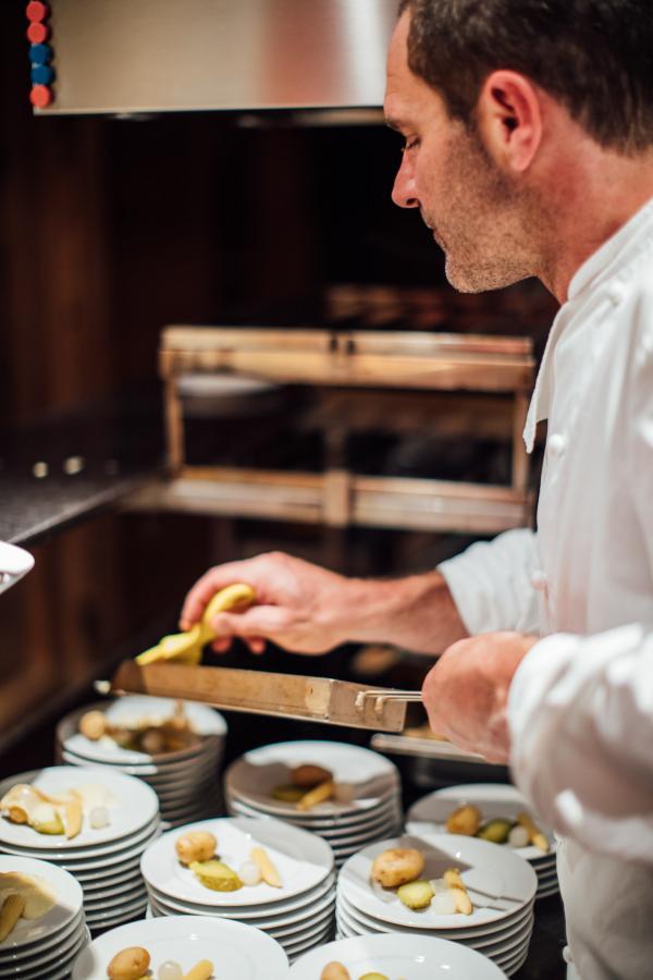 16eme Bar Gstaad — coup de feu en cuisine © Hanna Büker whereshadowsfall