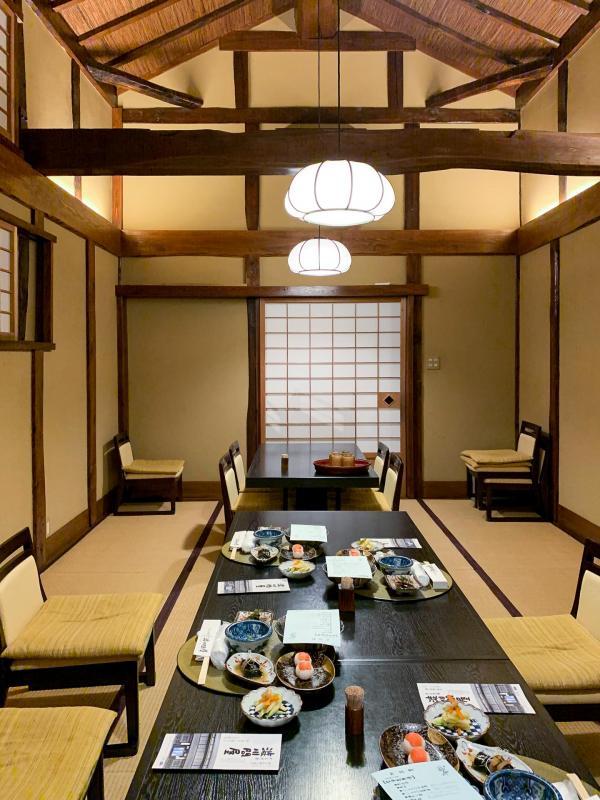 L'architecture traditionnelle du restaurant Shibukawa Donya.