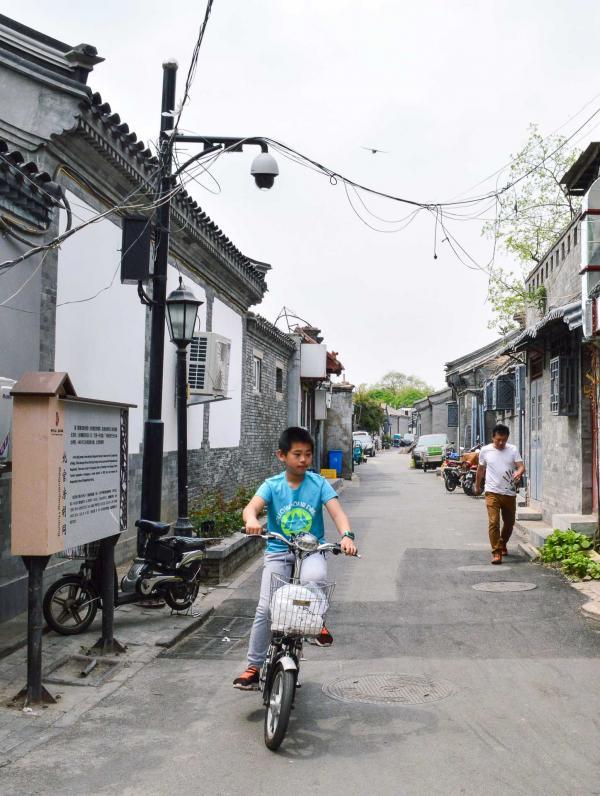Peu de voitures dans les hutongs, les vélos et les scooters électriques sont maîtres. © Pierre Gunther / YONDER.fr