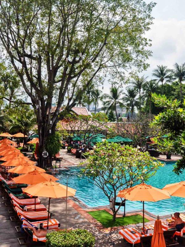 La piscine de l'Anantara Riverside Bangkok Resort © Constance Lugger