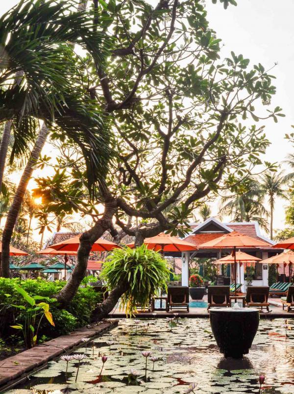 Le jardin de l'Anantara Riverside Bangkok Resort © Constance Lugger