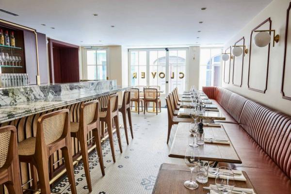 Clover Grill : la salle à manger et le bar © Nicolas Lobbestael