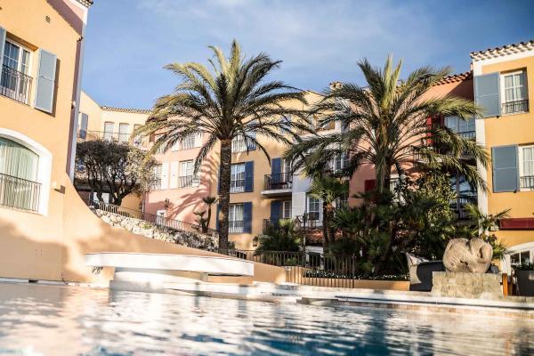 La piscine du Byblos © Byblos Saint-Tropez