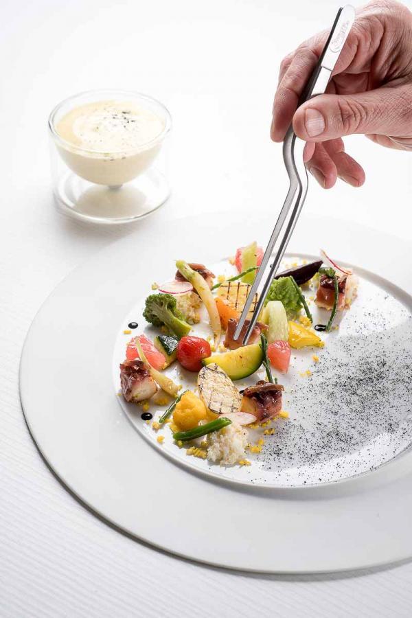 Hôtel & Spa du Castellet | La cuisine 3-étoiles de Christophe Bacquié © DR