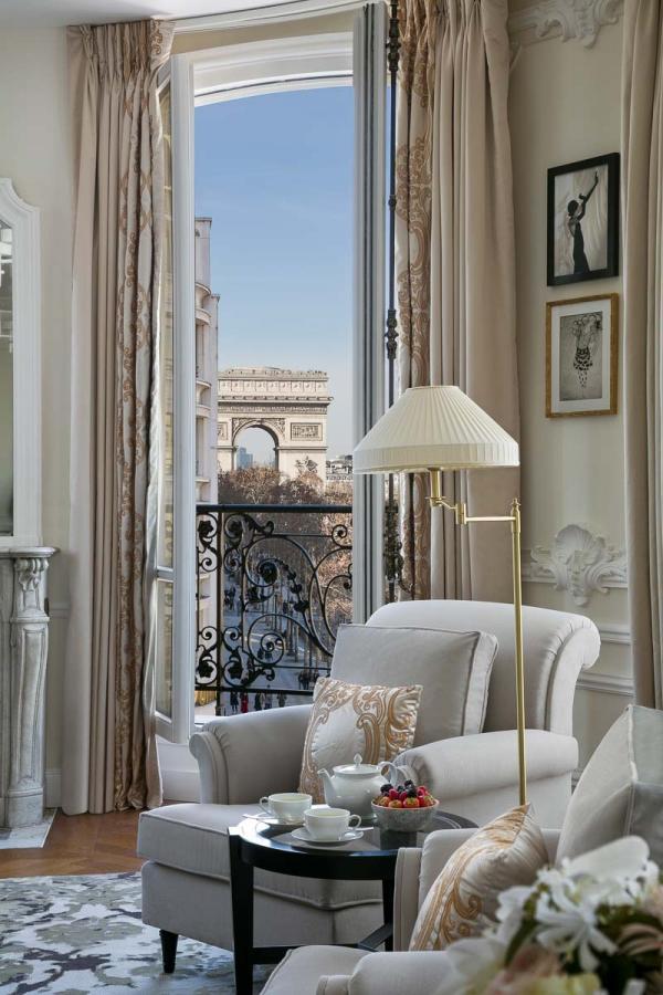Hôtel Barrière Le Fouquet's Paris | Suite Signature Arc de Triomphe © Fabrice Rambert