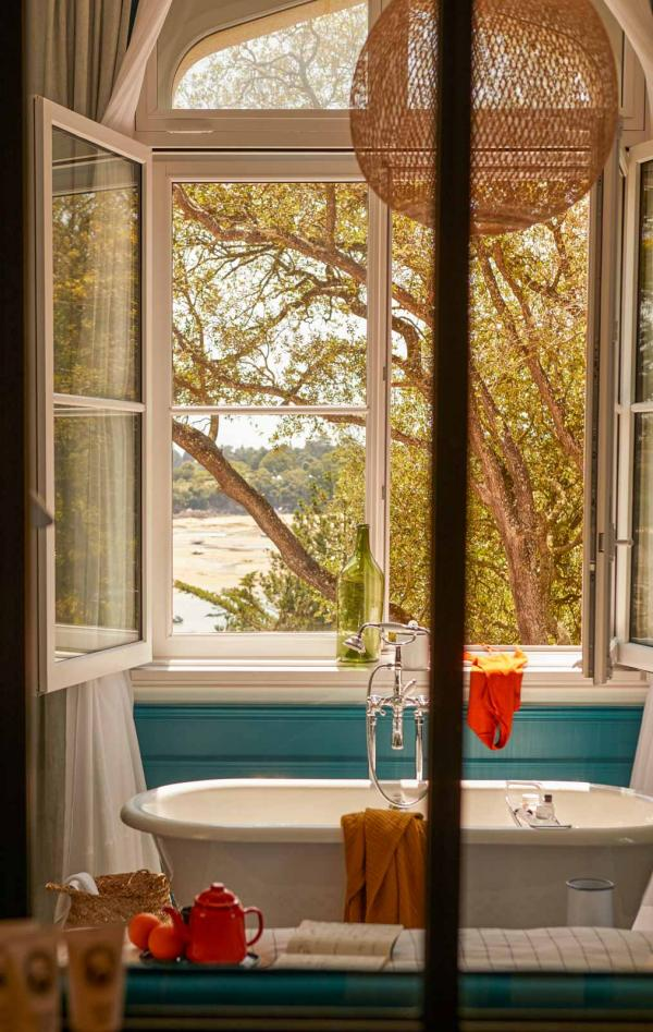 Le Nessay – Salle de bain © Matthieu Delbreuve