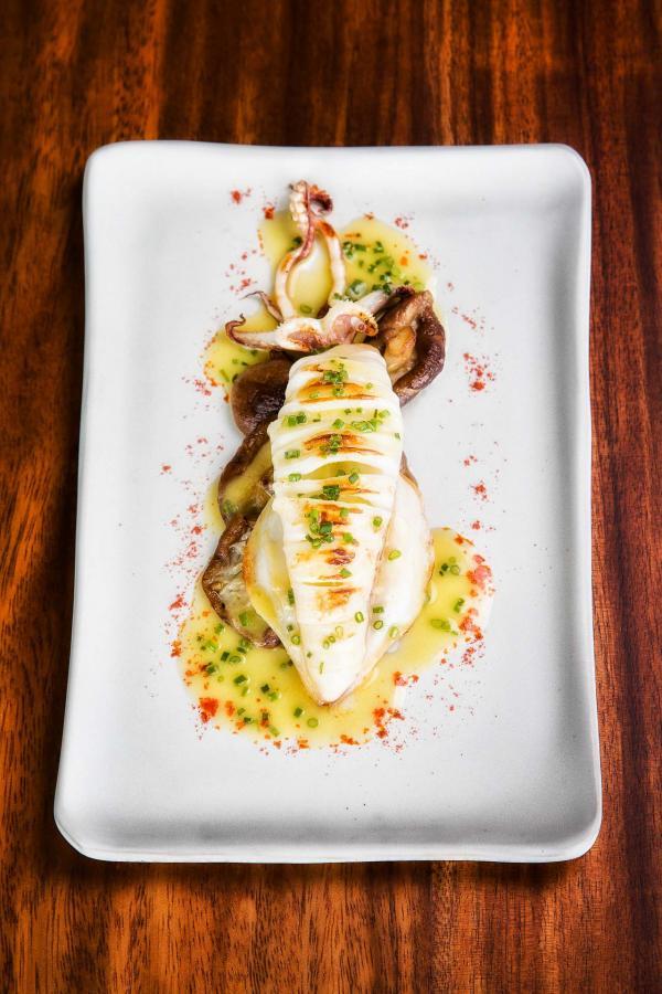 Rossio Gastrobar à Lisbonne - calamar avec champignons shiitakés et sauce au beurre citronnée.