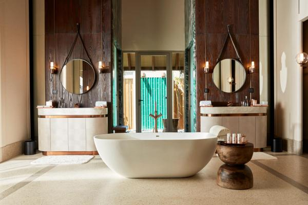 JOALI Maldives   Luxury Water Villa avec piscine - Salle de bain © DR