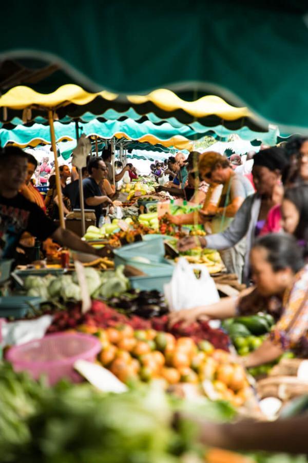 L'effervescence du marché de Cayenne en Guyane © Wladimir Kinnoo
