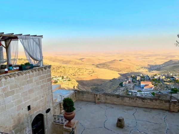 Vue sublime sur la plaine de Mésopotamie depuis l'une des terrasses du Selcuklu Konagi a Mardin © Emmanuel Laveran