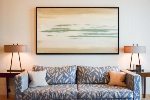 Vaste salon dans une Executive Suite du Gray, l'hôtel de luxe de référence de Beyrouth © YONDER.fr