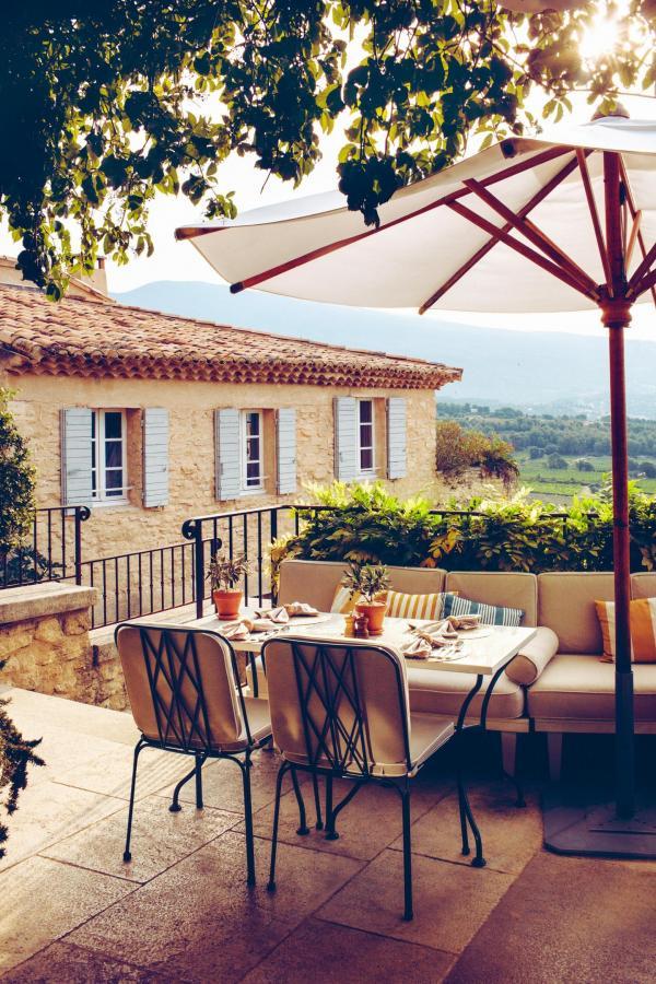 Hôtel Crillon Le Brave – Terrasse © Matthieu Salvaing