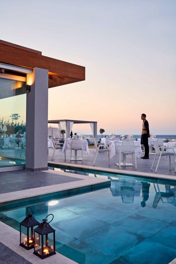 Lesante Blu Beach Resort   Terrasse et piscine © DR