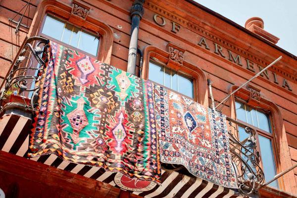 Balcon dans le centre d'Erevan © Hotel Alexander DR.