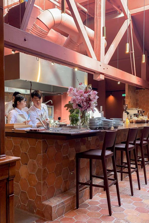 Maison, le nouveau restaurant de Sota Atsumi : vaste espace au rez-de-chaussée © MB / YONDER.fr