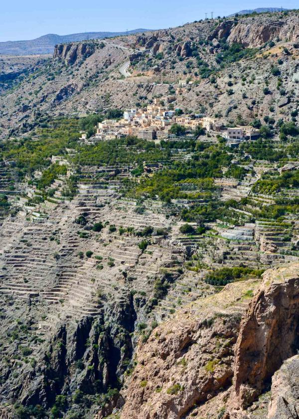 Villa et promenade avec vue sur canyon à l'hôtel Alila Jabal Akhdar. © Emmanuel Laveran.