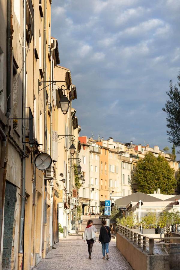 Place des Cardeurs à Aix-en-Provence © Daniel Kapikian