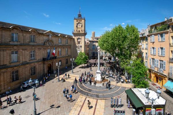 Place de la mairie à Aix-en-Provence © Daniel Kapikian