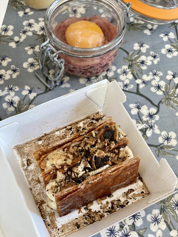 L'inimitable mille-feuilles à la truffe de mai et vanille bourbon de Stéphane Pitré, chef étoilé © EL / YONDER.fr