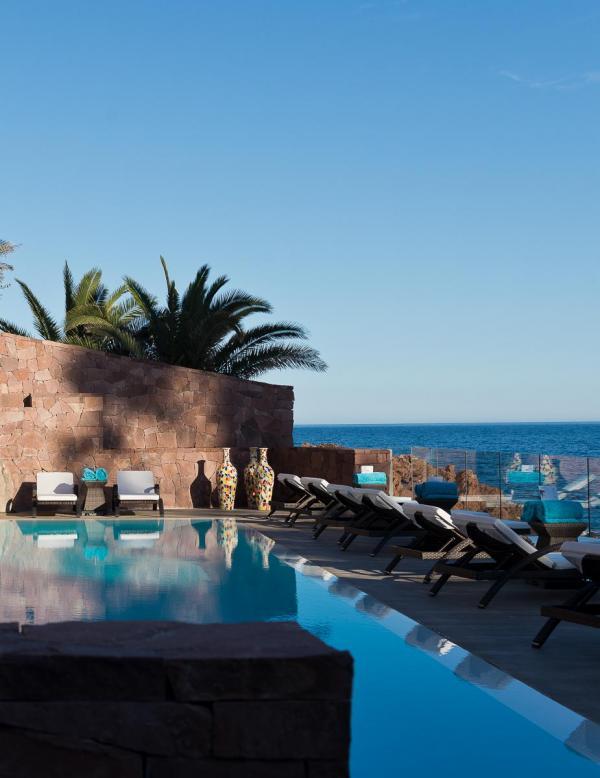 Tiara Miramar Beach Hotel & Spa – Piscine avec vue © DR