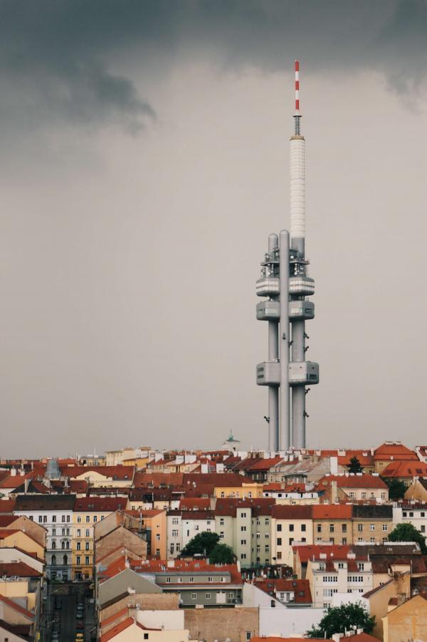 La tour de transmission de Žižkov © Fernando Lavin