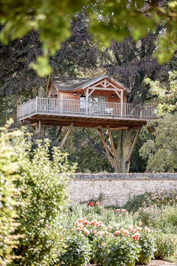 """Dans le parc, la """"cabane"""", véritable suite perchée dans les arbres © DR"""