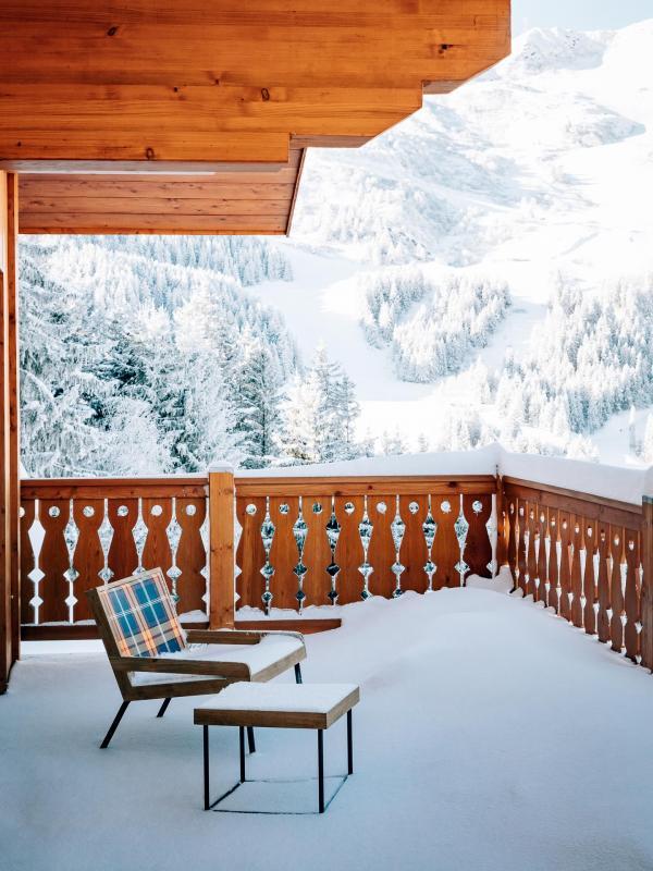On retrouve l'esprit des intérieurs de Pierre Yovanovitch jusque sur les balcon des chambres © Jérôme Galland