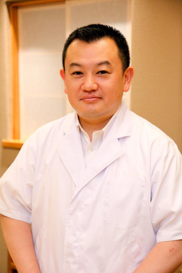 Portrait du chef Toru Okuda © DR