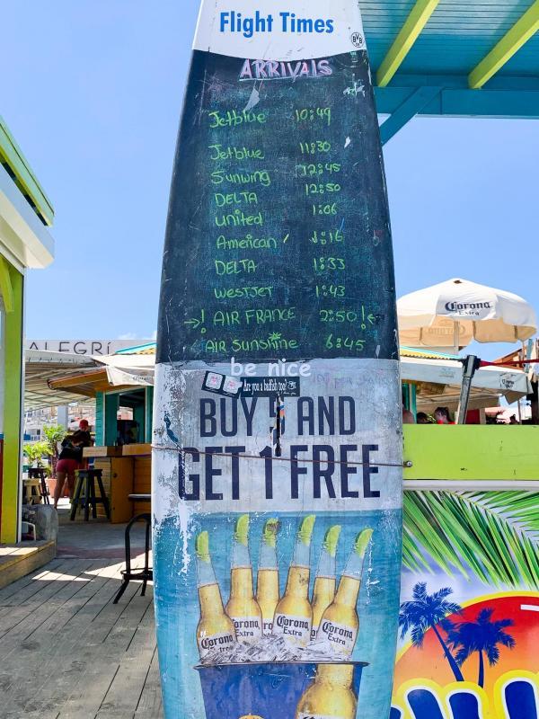 Maho Beach est célèbre à Saint-Martin pour sa proximité avec l'aéroport international SXM © YONDER.fr
