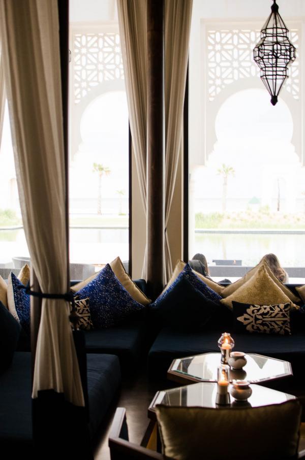 Venez savourer un délicieux thé à la menthe dans les larges coussins du bar de l'hôtel, le Volubilis © Alix Laplanche